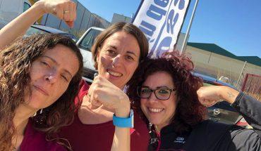 María Cañizares, Delia Carballo y Ana Luque posan frente a CrossFit Alhaurín de ls Torre