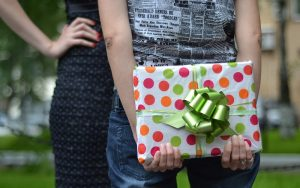 chicas y regalo